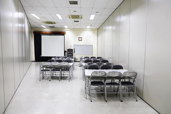 多目的室1,3 (61平方メートル 椅子のみ60名)