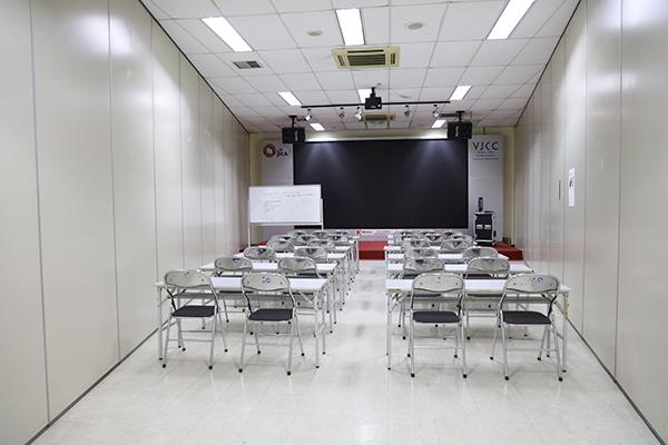 多目的室2(80平方メートル 椅子のみ70名)